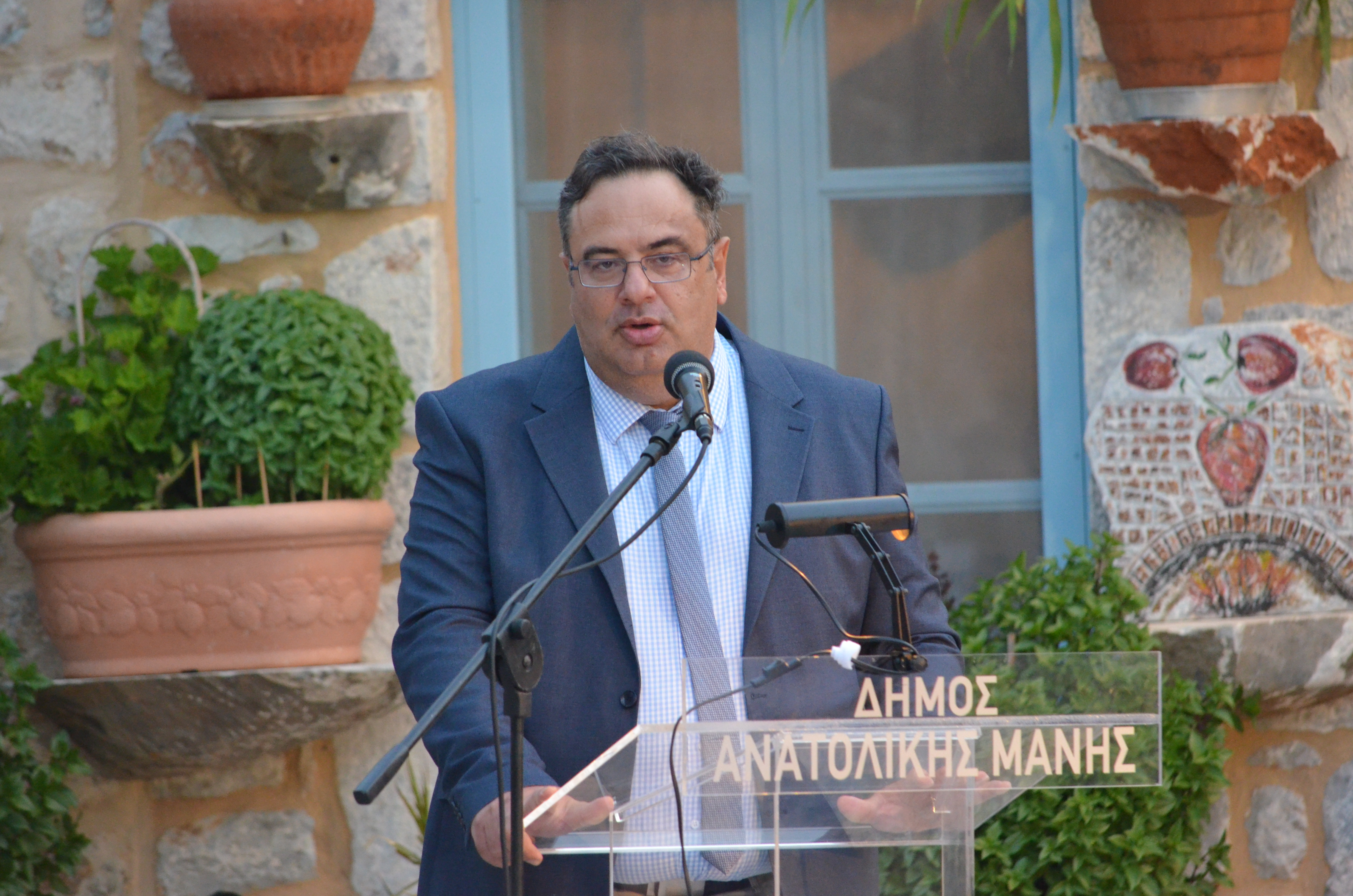ο Αντιεισαγγελέας Εφετών, εθνικό μέλος της Ελλάδας στη Eurojust και εκπρόσωπος της Ευρώπης στο ΔΣ της Διεθνούς Ένωσης Εισαγγελέων, κ. Πάρης Αδάμης